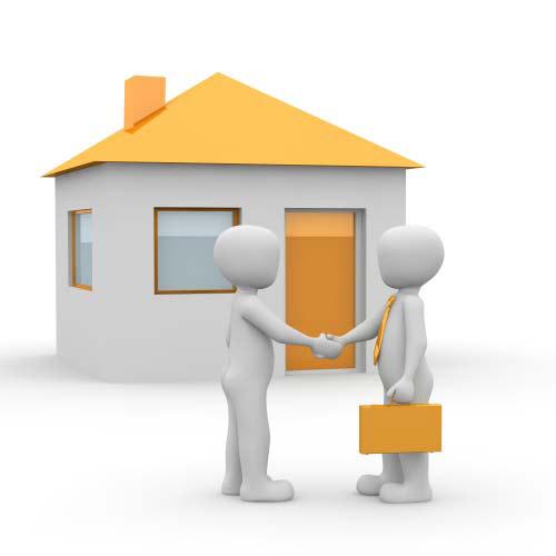دو نفر در حال قرار داد خانه های رویایی