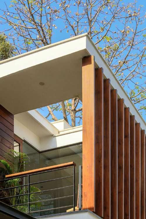 لور های چوبی ساختمان