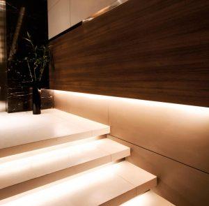 نور پردازی راه پله خانه لوکس