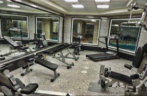 آينه با دستگاه هاي ورزشي