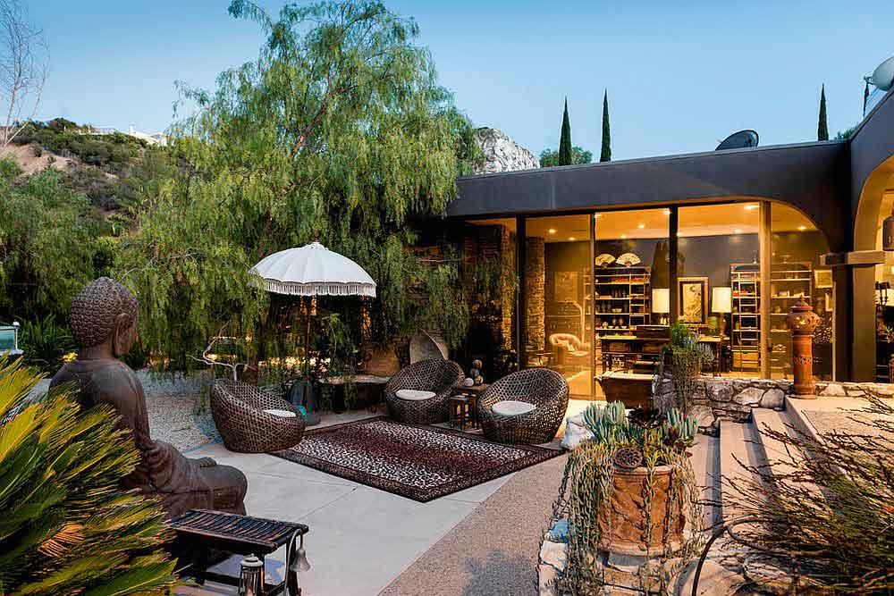 خانه مدرن هوشمند حیاط