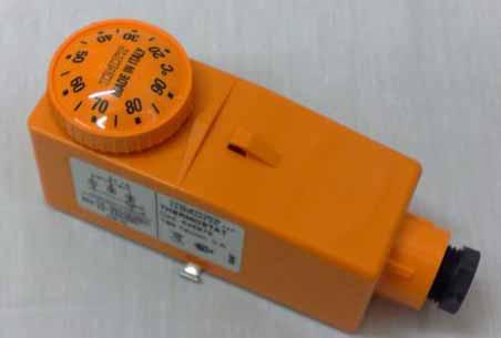 ترموستات دستی نارنجی رنگ موتورخانه هوشمند