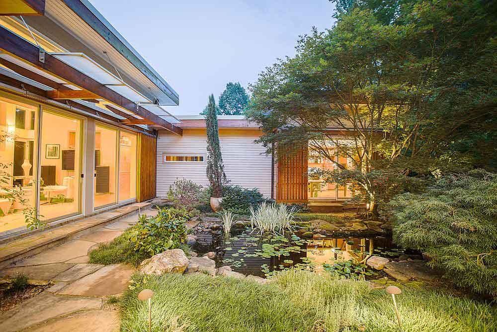 حیاط زیبا برای اتصال محل کار به خانه