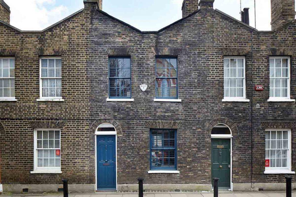 نمای خارجی خانه ی تاريخی لمبس مارش در لندن که طراحی داخلی مجدد انجام شده است
