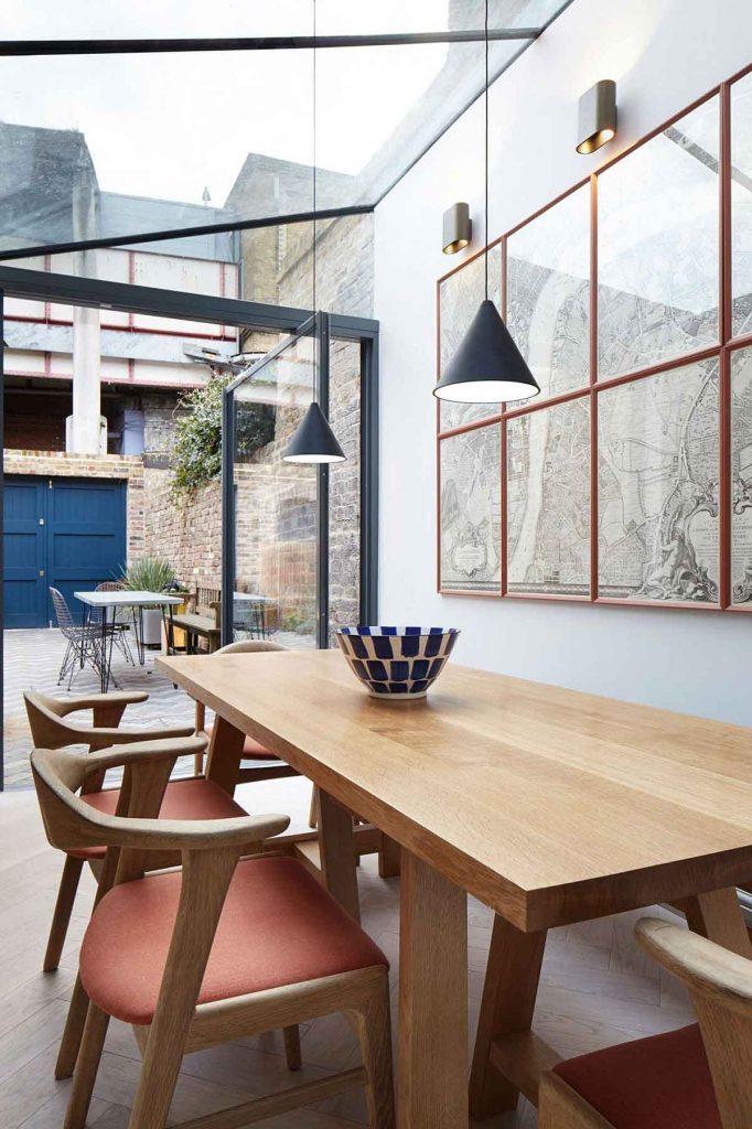 نمای داخل آشپزخانه و ناهارخوری يک خانه در لندن با طراحی داخلي مدرن