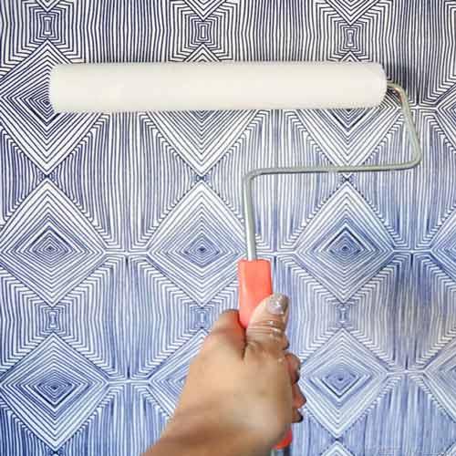تمیز کردن آسان گرد و غبار از روی سطح انواع کاغذ دیواری