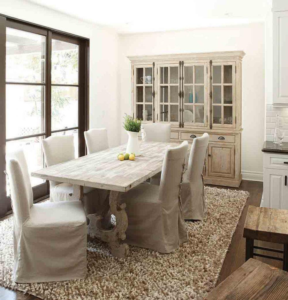 تصوير بوفه ظروف چيني با رنگ مواج و کلاسيک در طراحی داخلی ناهارخوری