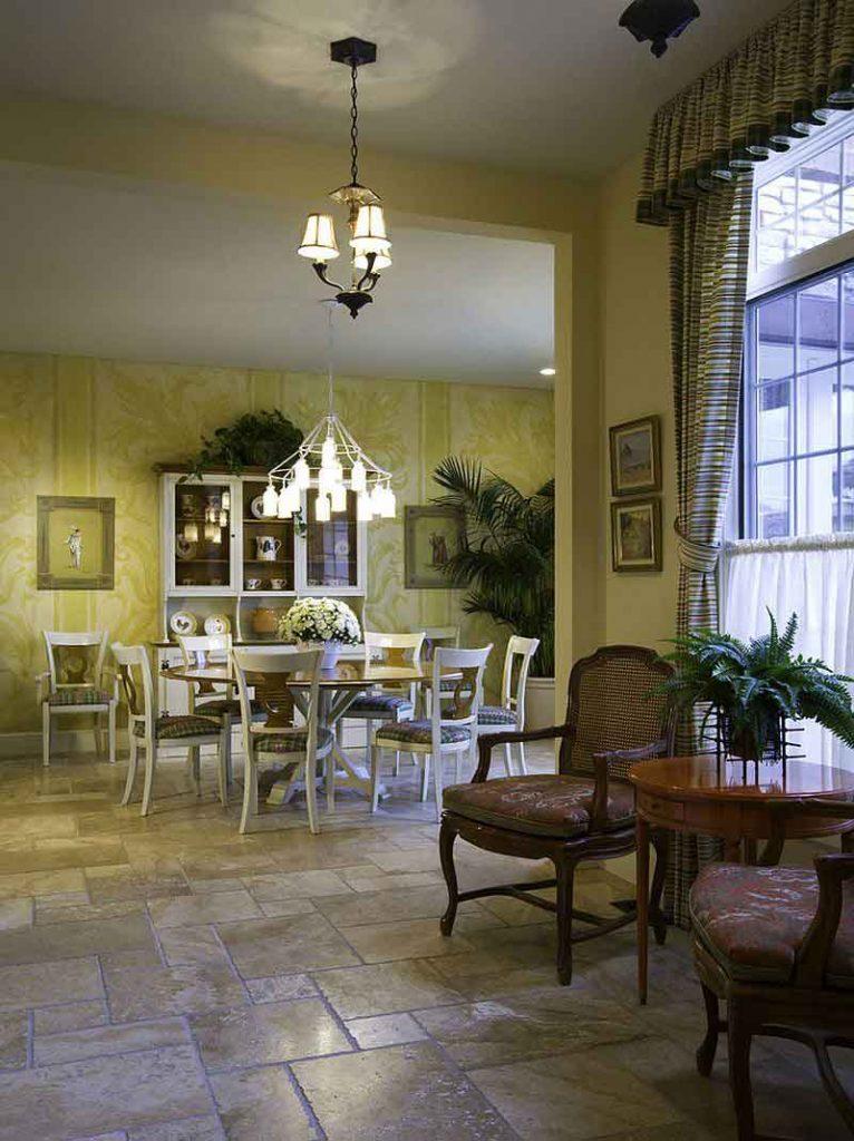 طراحی داخلی ناهارخوری با رنگ زرد
