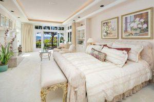 اتاق خواب لوکس با چشم انداز رویایی