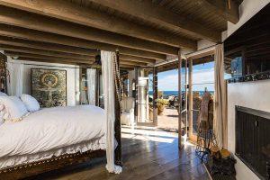 اتاق خواب خانه لوکس در کنار ساحل