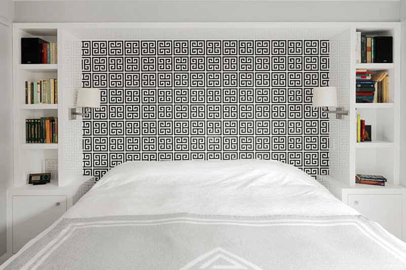 نصب کاغذ دیواری قابل برداشت در اتاق خواب بالا تخت