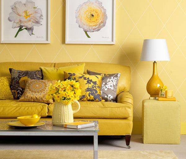 دکوراسیون داخلی با رنگ زرد و مبلمان و تابلو گل