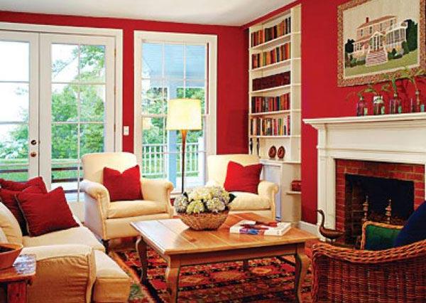 مبلمان اتاق نشيمن در کنار شومينه به رنگ قرمز باز و تاثير آن در دکوراسیون داخلی