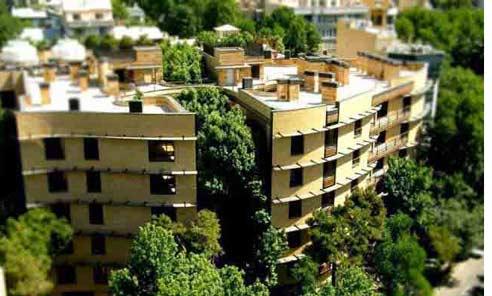 نمای ساختمان رویایی از دور با فضای سبز اطراف