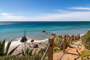 پله هاي مشرف به ساحل خانه لوکس
