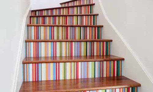 تزیین پله های ساختمان با کاغذ دیواری قابل برداشت