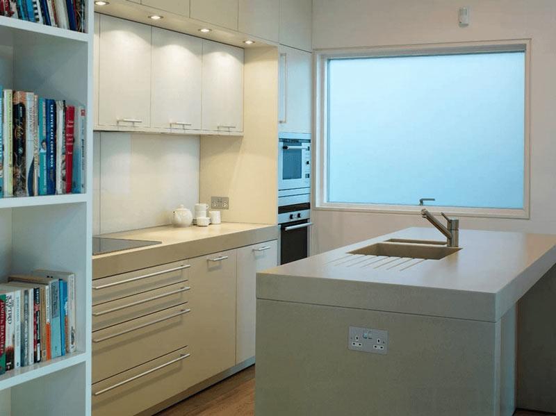 طراحي دکوراسيون آشپزخانه آشپزخانه سفيد و ساده