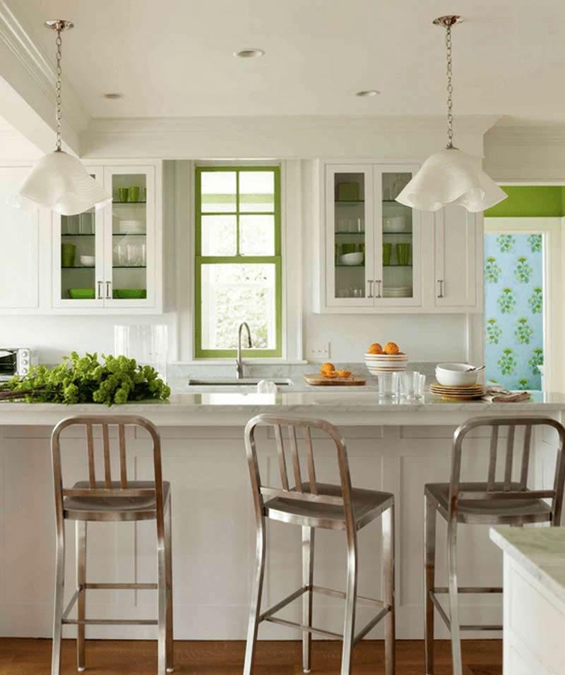 طراحي دکوراسیون آشپزخانه سفيد با رگه هاي سبز ليموئي