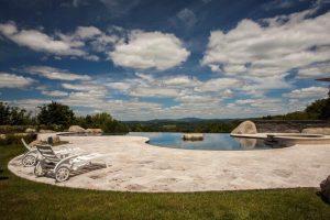 نمایی از حیاط خانه رویایی کوه هارمونی