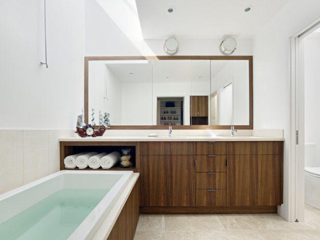 استفاده از آينه بزرگ و دور قاب دار در طراحی دکوراسیون حمام