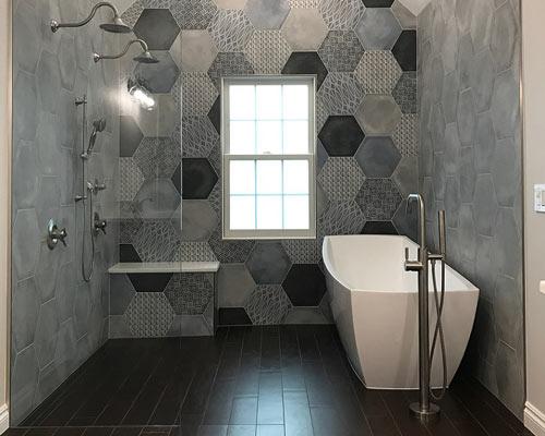 استفاده از وان و جکوزی در طراحی دکوراسیون حمام مدرن