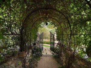 درب ورودی باغ