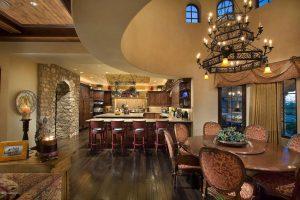 نمايی از آشپزخانه و ميز و صندلی ناهار خوری
