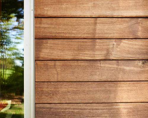 ترمووود در کنار پنجره