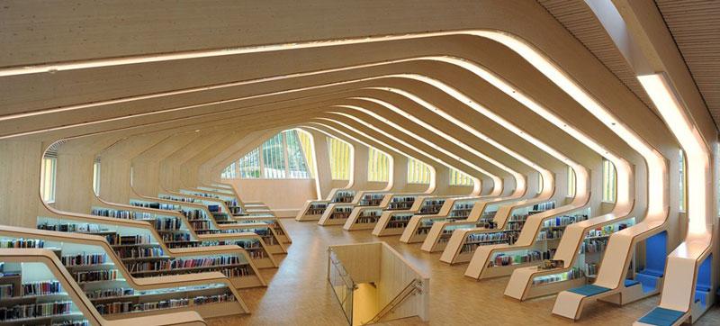 طرح برجسته کار با چوب در کتابخانه نمایشگاه معماری میلان