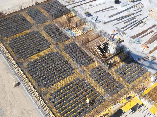 گارگران در حال اجراي سقف یوبوت