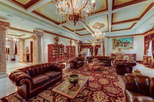مبلمان زيبای چرمی در سالن نشيمن