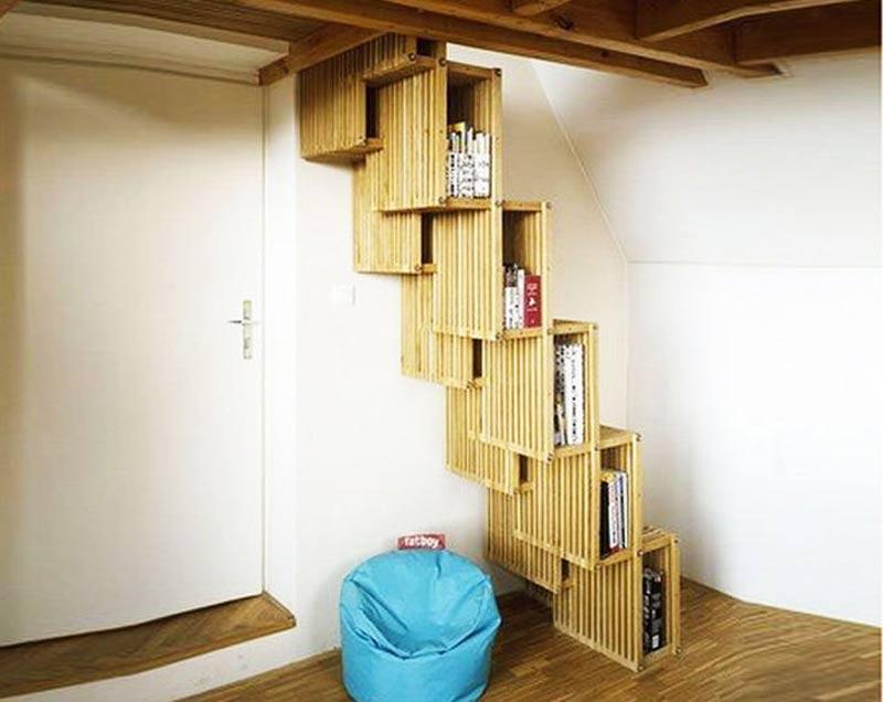 راه پله با طرح قفسه کتاب