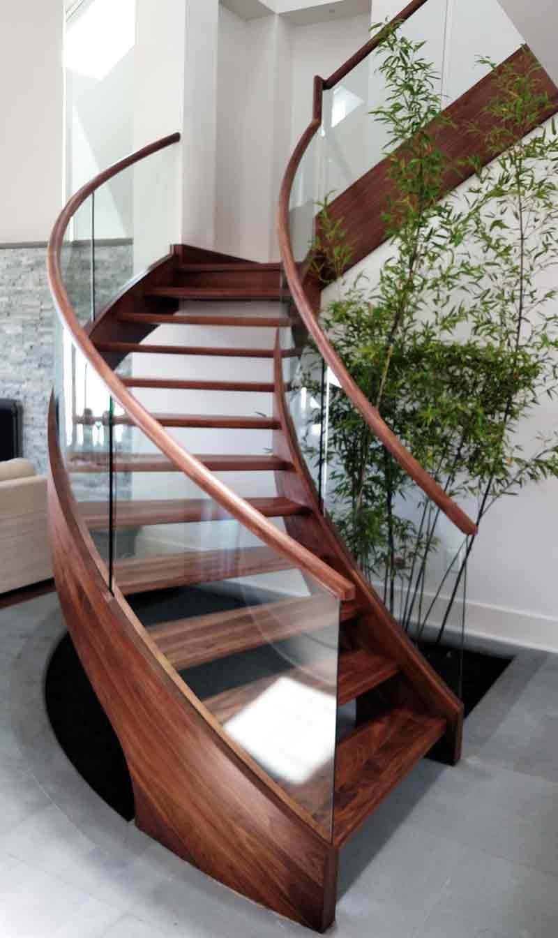 پله پیش ساخته چوبی با حفاظ شيشه ای