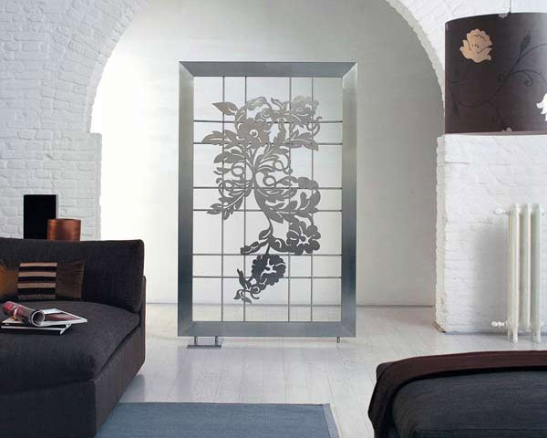 رادیاتور تزئینی با طرح گل در سالن نشيمن