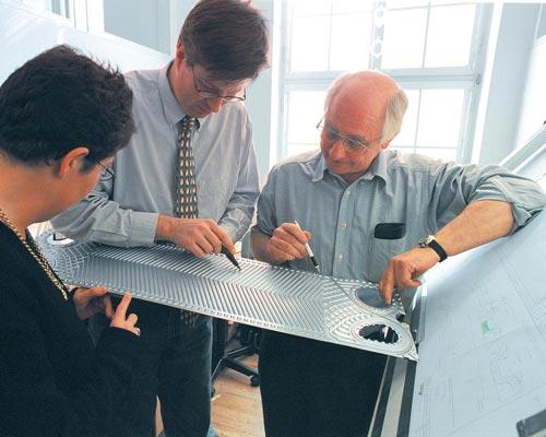 مهندسین طراح شیار های صفحات انتقال دهنده گرمایی
