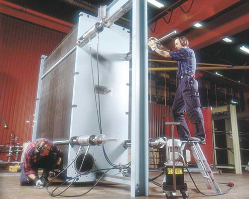 تنظیم هیدرولیکی پیچ و مهره های محکم کننده صفحات مبدل