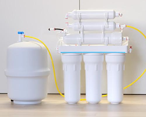 دستگاه تصفیه آب خانگی دارای مخزن