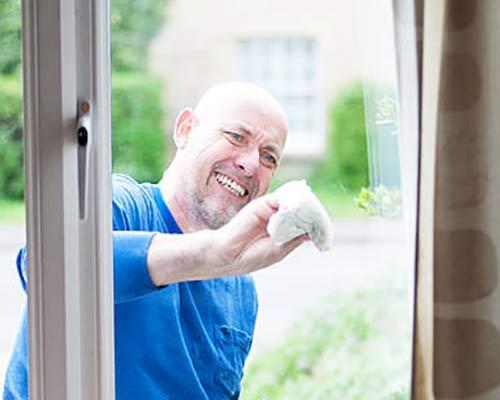 تمیز کردن پنجره یو پی وی سی به آسانی