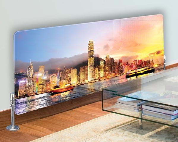 رادیاتور شیشه ای با منظره اي از شهر