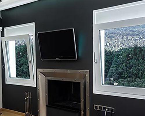 پنجره های اتاق خواب با نمای مدرن و عایق مناسب در برابر حرارت در مناطق کوهستانی