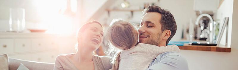 آرامش اعضای خانواده در منزل دکوراتیو
