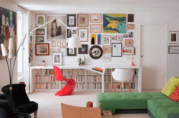قاب عکس روی دیوار از وسایل دکوراسیون منزل