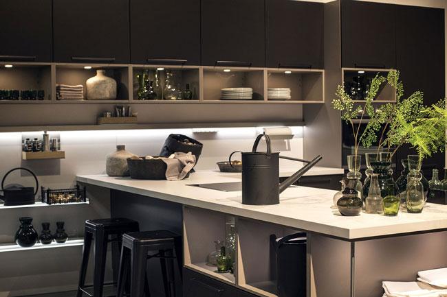 نورپردازی آشپزخانه که تمام بخش های تاریک را روشن کرده است