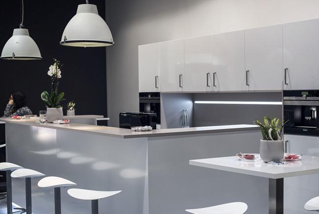 استفاده از چراغ های LED در آشپزخانه سفید
