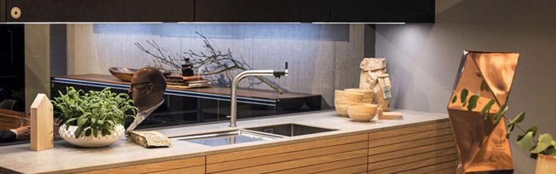 دکوراسیون آشپزخانه مدرن با چراغ های LED نواری