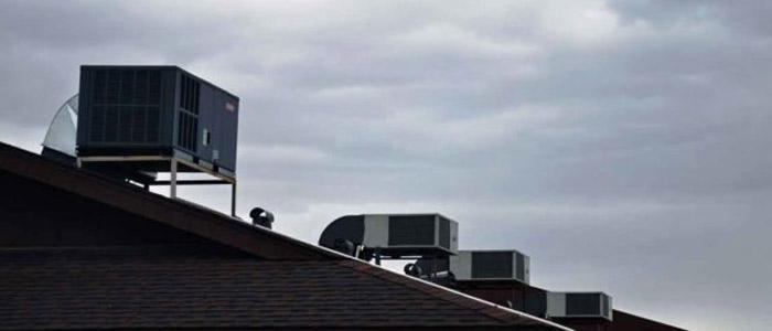 نمایی از کولر آبی بر روی سقف