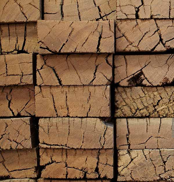 تخته چوب های بازیافتی برای استفاده مجدد در کف ساختمان بعنوان کفپوش چوبی