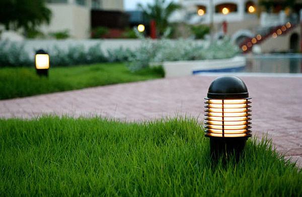 نورپردازی باغ با چراغ های ضد ضربه بولارد