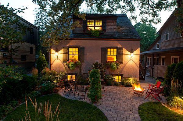 نورپردازی باغچه و محل نشیمن آن با چراغ های دیواری