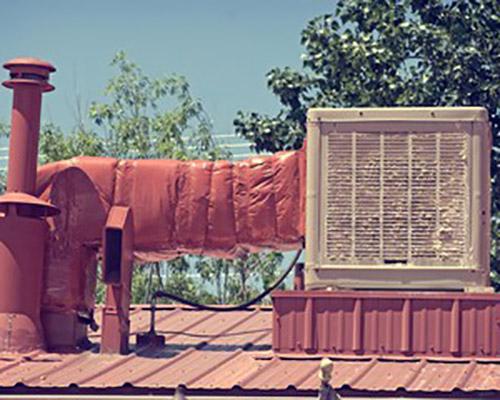 کولر آبی نصب شده در پشت بام منزل